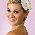 short hair with flowers for wedding 150x150 účesy foto