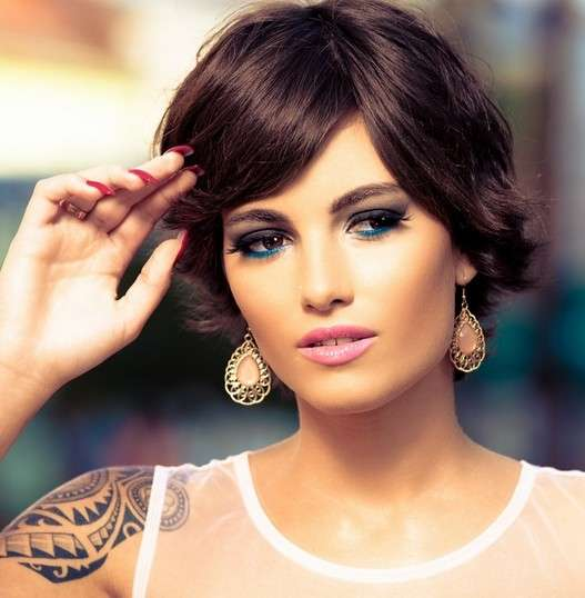 01Short-Hairstyle-with-Side-Swept-Bangs-Chic-Haircuts-for-Women-2015[1