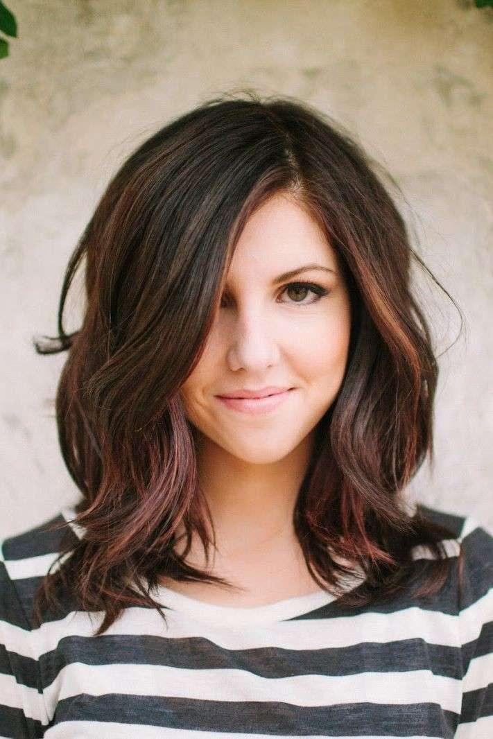 strih pre vlnité vlasy: Ombre účesy pre stredne dlhé husté vlasy