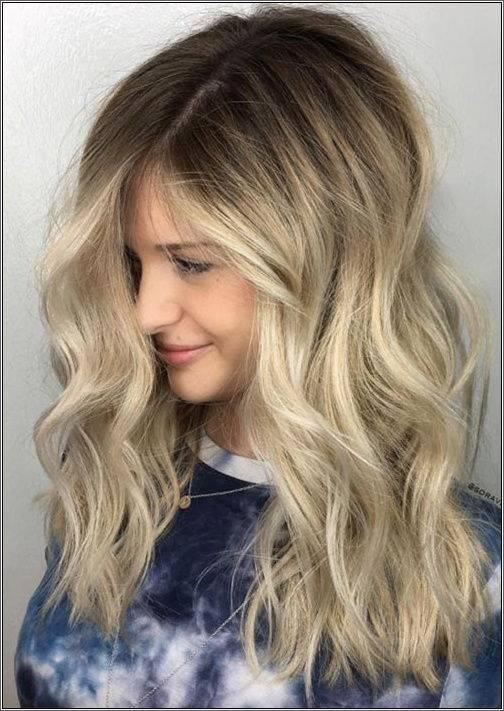 Jemne vrstvené vlnité vlasy