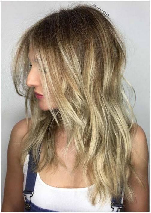 Blond vlasy strednej dĺžky bez námahy