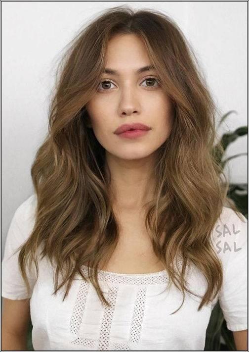 Prirodzené vlasy strednej dĺžky bez námahy