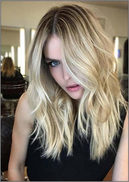 Nude blond vlny