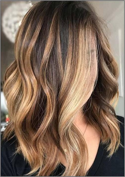 Vlnité stredne dlhé vlasy